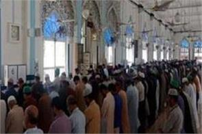 pakistan allows conditional congregational prayers in mosques