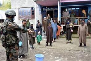 people in contact with infected people being searched at war level in kashmir