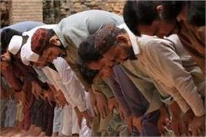 pakistan case filed gathered 400 people for namaz despite ban