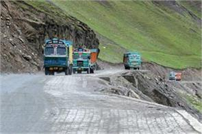 5 trucks carrying illegally extracted material seized in pampore
