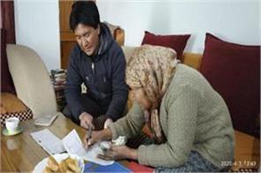 in ladakh people getting pensions at door step