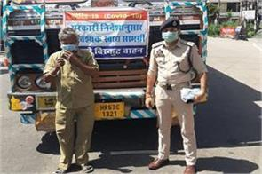 police distribute masks among truck drivers