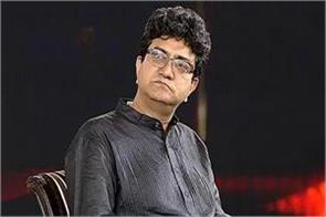 lyricist prasoon joshi who came in support of pm modi