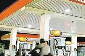delhi govt plan to sanitize vehicles at petrol pump