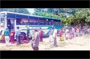 550 workers and students of jamu kashmir sent by bus