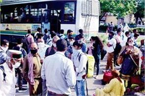 hundreds of people reached himachal bhavan to return home