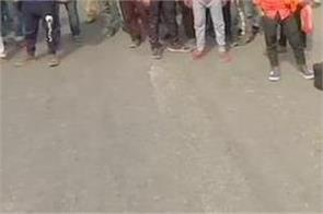 migrants crowd from delhi walking along nh 9 towards up bihar