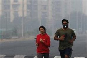 man wearing a mask during running breaks his lungs