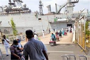 navy ship carrying 698 indians from maldives reached kochi