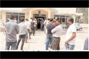 lines for refund at reservation counters