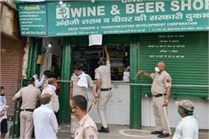heavy crowd gathered at liquor shops in delhi had to stop