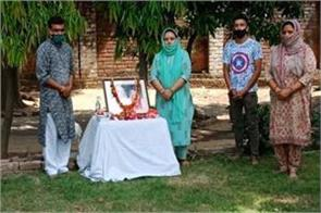 tribute paid to hoshiar singh and his wifr martyr in militant attack