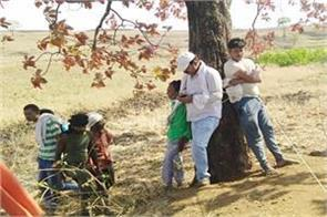 4 people includ engineers sarpanch hostage persuad police station in charge