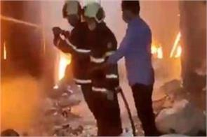 fire in a garage in pune burning 10 vehicles