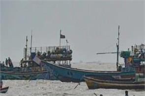 hundreds of boats returned to the sea returned to shore