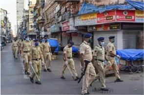 mumbai  10 policemen who went to catch thieves were corona positive