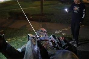 washington dc protesters pull down burn statue of confederate general