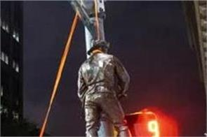 protesters tear down confederate statue and hang it on poll