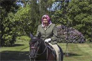 queen relaxes with a special horse ride in lockdown