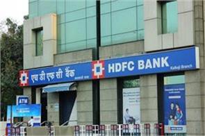 aditya puri sold 842 crore rupees shares of hdfc bank