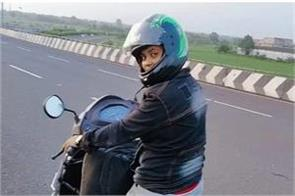 woman arrived jamshedpur from mumbai by driving scooter to see her ill son