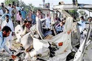 death toll of pakistan s train van collision rises to 22
