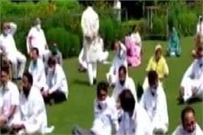 congress mla raise slogans at raj bhawan