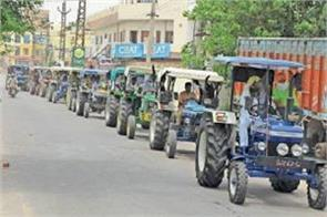 demonstration of farmers on tractors