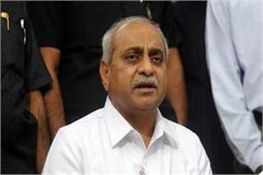 deputy cm nitin patel said  rahul gandhi lost both his hands  scindia pilot