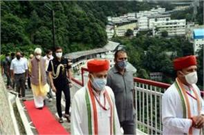 lieutenant governor of j k manoj sinha arrives to visit maa vaishno devi