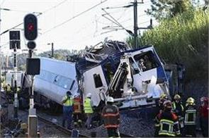 train accident leaves two dead 50 others injured in portugal