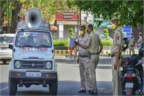 delhi police cutting invoices even without people going alone in masks