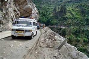 jammu srinagar national highway close after landslide