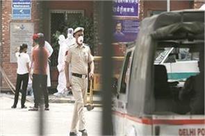delhi police inspector dies from corona