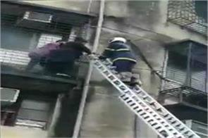 7 storey building caught fire in mumbai some people feared trapped
