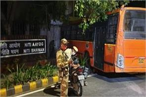 delhi high speed cluster bus entered inside by breaking niti aayog s wall