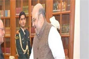 amit shah became emotional after remembering pranab mukherjee