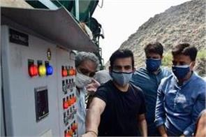 gautam gambhir inaugurates 4 trommel machines at ghazipur landfill site