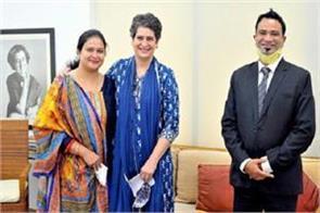 dr kafeel khan met priyanka gandhi with family