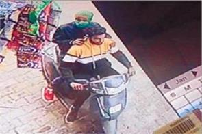 2 youths slap cash from shop s neck in broad daylight accused in cctv