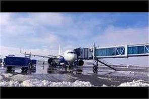 fresh snowfall in kashmir flights distrubed