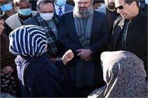 pakistan pm meets families of slain miners