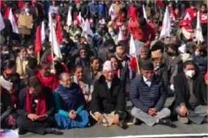 2 former pm of nepal stage protest against dissolution of parliament