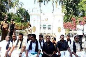 cm narayanasamy sitting on a dharna outside raj bhavan