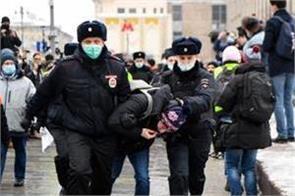 russia arrests over 1 000 people demanding navalny s release
