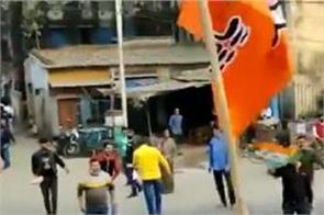stones thrown at bjp s roadshow in kolkata
