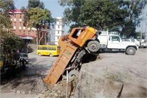 truck accident in sirmaur