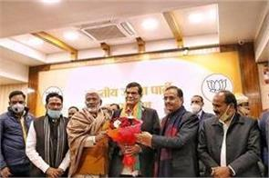 former ias officer ak sharma joins bjp has worked with pm modi