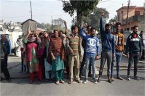 protest in kathua against pdd dept