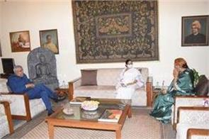 mamata banerjee went to raj bhavan and met governor jagdeep dhankhar